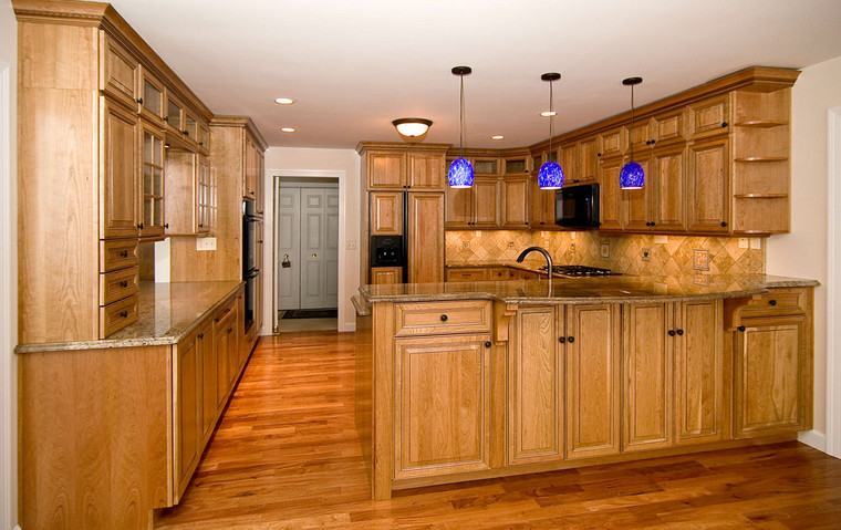 St. Charles, MO | Amendoim Hardwood for Kitchen and Breakfast Room with a Stone Tile Backsplash *