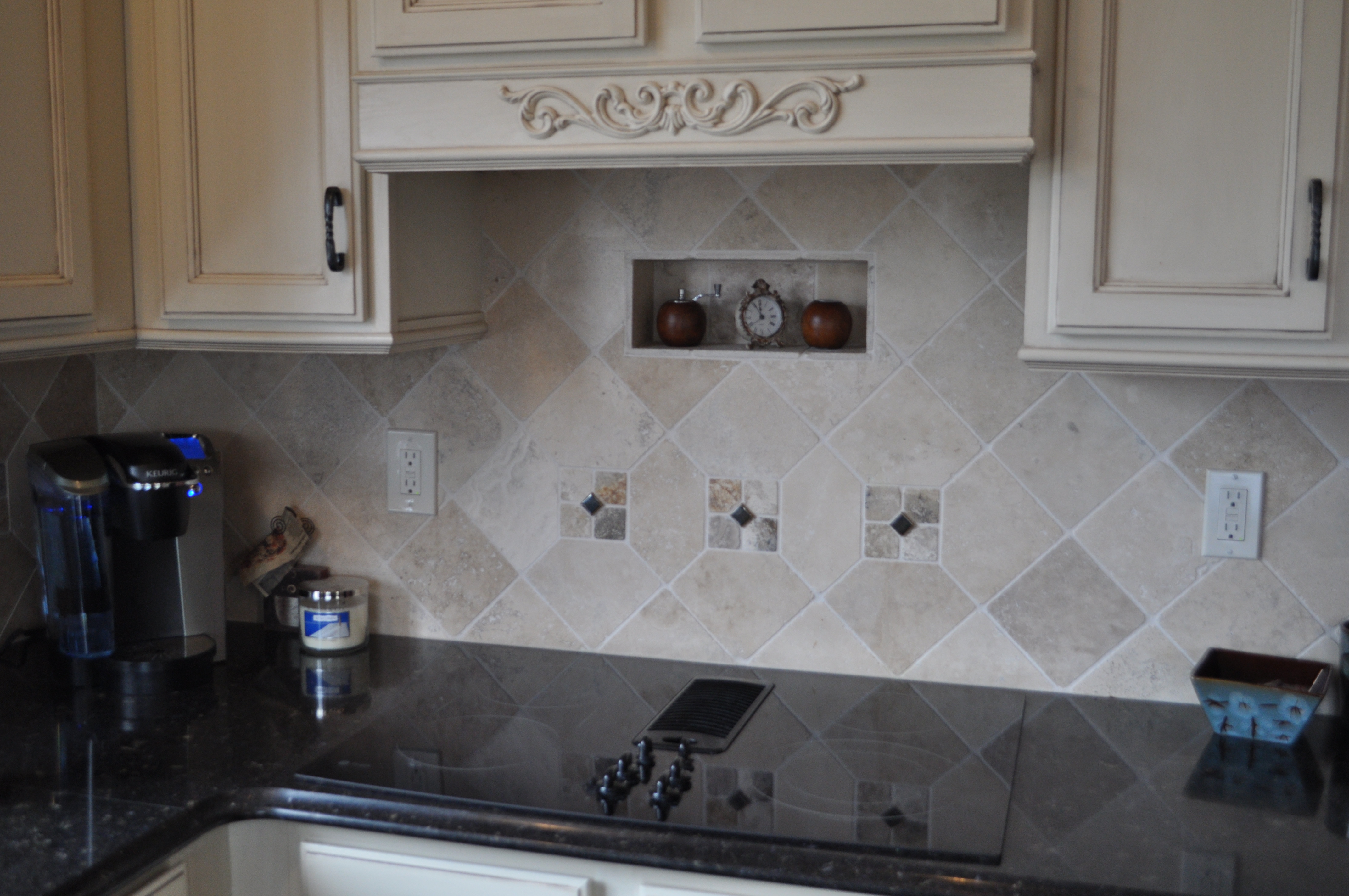 Stone tile backsplash with niche ~ Chesterfield, MO